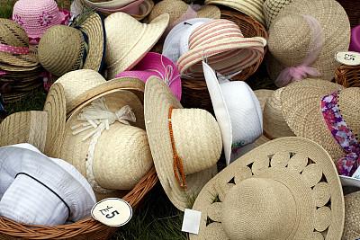 草帽,堆,奶油色,个人随身用品,美,水平画幅,无人,蝴蝶结,在边上,夏天