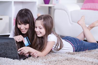 互联网,母女,学龄前,电子商务,信用卡,青年人,彩色图片,在家购物,技术,计算机
