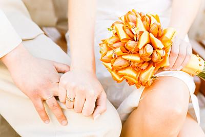 水平画幅,伴侣,珠宝,仅一朵花,想法,花束,婚姻,金色,概念和主题,黄金