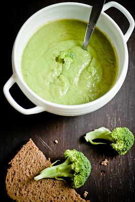 汤,西兰花,垂直画幅,素食,无人,开胃品,膳食,面包,彩色图片,晚餐
