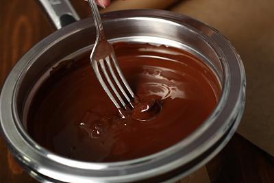 塞满了的,坚果,巧克力糖,格勒诺布尔,巧克力沙司,牛轧糖,奶油巧克力软糖,黑巧克力,炖锅,水平画幅