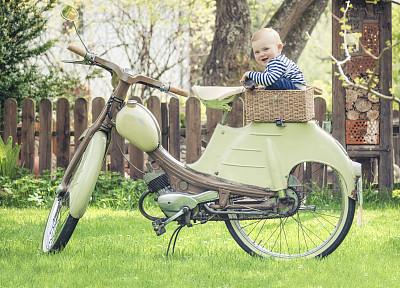 机动脚踏车,自行车篮子,美,公园,座位,休闲活动,水平画幅,椅子,美人,古老的