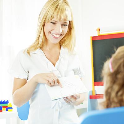 儿童,语言障碍矫正,娱乐室,食指,学龄前,替代疗法,辅导讲座,诊疗室,绘画插图