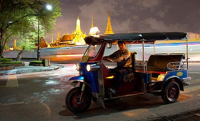 泰国,曼谷,机动三轮车,黄包车,玉佛寺,泰国人,水平画幅,夜晚,司机,户外