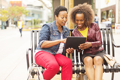 网上购物,女人,第三街徒步漫游区,圣莫尼卡,水平画幅,洛杉矶县,单身母亲,独生子女家庭,人群,电子商务
