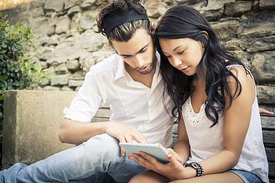 青年伴侣,平板电脑,休闲活动,健康,仅成年人,自由,青年人,休闲正装,健康生活方式,青年男人