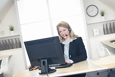 客户服务代表,前面,计算机,办公室,留白,耳麦,水平画幅,快乐,白人,室内