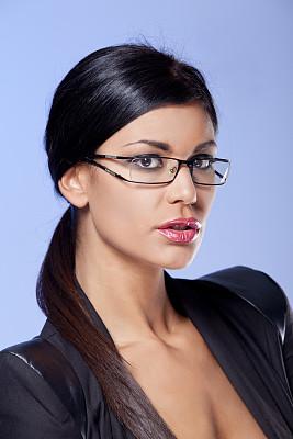 女商人,开领,垂直画幅,留白,领导能力,黑发,图像,经理,仅成年人,眼镜