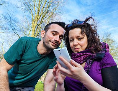 看,幸福,智能手机,青年伴侣,法德尔公园,第三代移动通信,负冲效果,美,公园,水平画幅