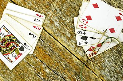 扑克,厚木板,德州扑克,手持纸牌,留白,古董,水平画幅,无人,古老的,眼镜