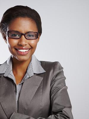 注视镜头,女商人,垂直画幅,正面视角,套装,非裔美国人,图像,经理,仅成年人,眼镜