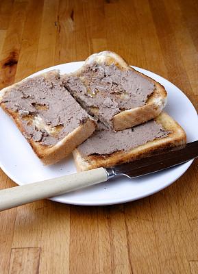 肝脏,馅饼,鸡肉,吐司面包,自制的,涂油烤肉,垂直画幅,饮食,无人,餐刀