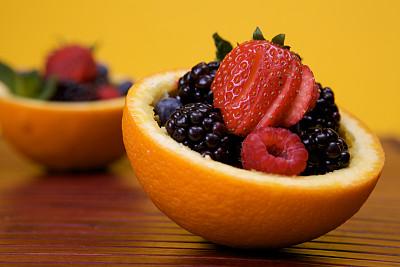 水果,橙子,杯,饮食,水平画幅,黑刺莓,无人,蓝色,黄色,草莓