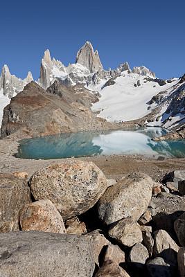 费兹罗山,天空,巴塔哥尼亚,阿根廷,蓝色,在上面,lagos de los tres,查敦,圣克鲁斯省,垂直画幅