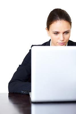 白色,女商人,使用手提电脑,垂直画幅,留白,忙碌,套装,仅成年人,现代,青年人