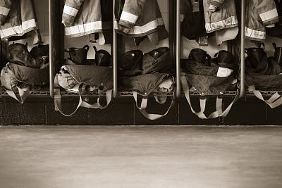消防队,水泥地,反光服,背带,茄克,成一排,水平画幅,无人,裤子,靴子