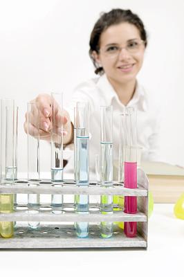 试管,拿着,分离着色,白色,研究人员,滴瓶,垂直画幅,半身像,装管,科学实验