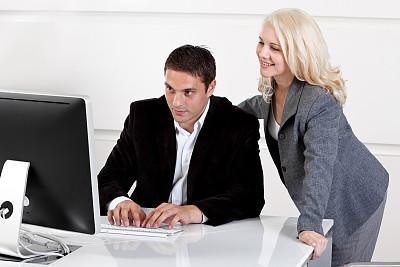 商务,办公室,正面视角,半身像,忙碌,套装,商务关系,男商人,男性,仅成年人