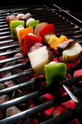 羊肉串,垂直画幅,饮食,串肉签,灯笼椒,洋葱,膳食,牛排,特写,西红柿