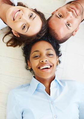 商务,快乐,室内地面,垂直画幅,美,注视镜头,美人,男商人,仅成年人,青年人