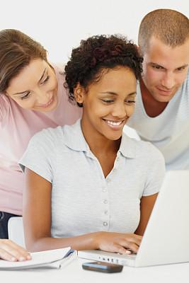 青年人,幸福,使用手提电脑,垂直画幅,美,青少年,笔记本电脑,美人,白人,知识