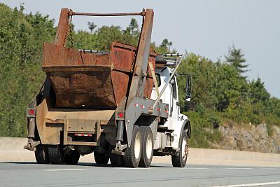 工业垃圾箱,卡车,废纸篓,工业,垃圾车,垃圾,水平画幅,无人,公路,生锈的