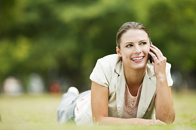 草,女人,手机,选择对焦,美,公园,休闲活动,水平画幅,电话机