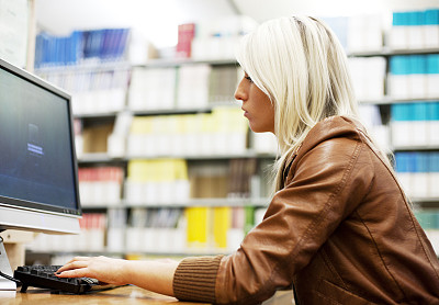 计算机,图书馆,女孩,办公室,水平画幅,工作场所,智慧,白人,网上冲浪,工业