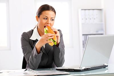 办公室,青年人,女商人,三明治,美,笔记本电脑,水平画幅,美人,膳食,白人