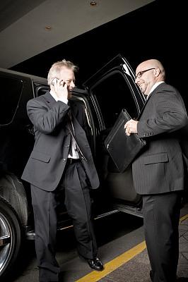 男商人,机场出租车,垂直画幅,幸福,电话机,快乐,夜晚,商务旅行,司机,商务人士