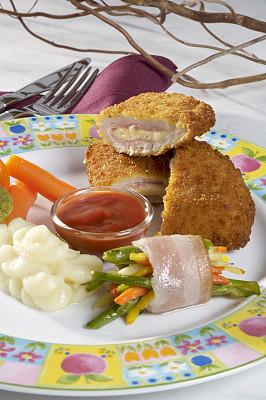 美味,土豆泥,垂直画幅,胡萝卜,灯笼椒,无人,餐刀,精制土豆,奶酪,熏猪肉