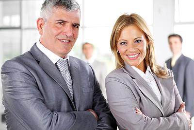 双臂交叉,商务人士,注视镜头,办公室,正面视角,领导能力,水平画幅,工作场所,人群