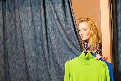 试衣间,窗帘,青年女人,在之后,自然美,有钱人,休闲活动,顾客,商店,仅成年人