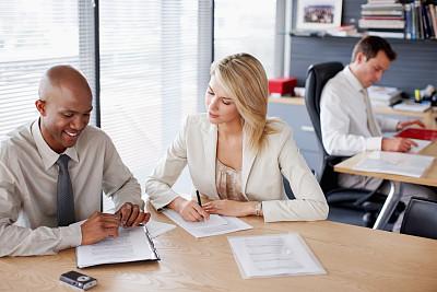商务人士,文档,领导能力,非裔美国人,男商人,经理,男性,青年人,专业人员,行政人员