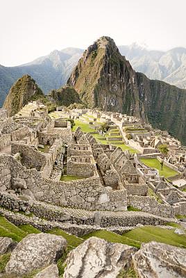马丘比丘,都市风光,瓦依纳皮丘山,马丘比丘印加遗址,库斯科地区,垂直画幅,纪念碑,古代文明,印加人文明,石墙