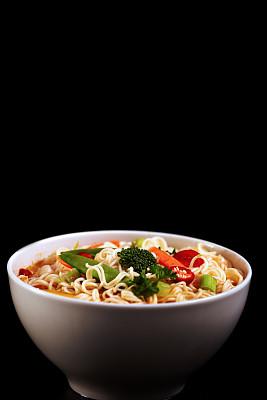 面汤,热,鸡肉面条汤,鸡汤,垂直画幅,无人,开胃品,特写,辣椒,东方食品