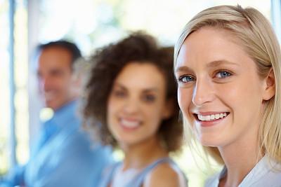 女商人,背景聚焦,30到39岁,领导能力,水平画幅,白人,男商人,特写,经理,男性