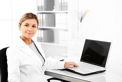 注视镜头,青年女人,办公室,美,笔记本电脑,水平画幅,工作场所,美人,秘书