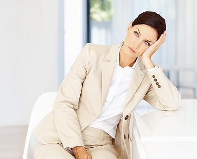 疲劳的,女商人,美,30到39岁,水平画幅,椅子,美人,套装,白人,不看镜头