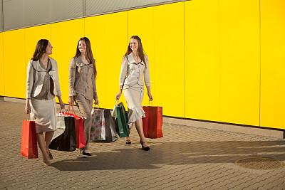 购物中心,女人,美,水平画幅,美人,行人,人群,户外,仅成年人,青年人