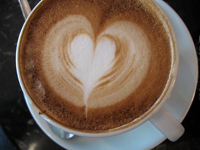 卡布奇诺咖啡,心型,泡沫艺术,褐色,水平画幅,无人,早晨,饮料,咖啡,白色
