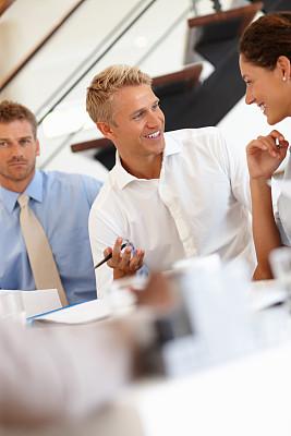 商务,垂直画幅,办公室,30到39岁,会议,人群,商务会议,白人,男商人,文档