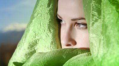 高雅,阿拉伯,美,水平画幅,纺织品,美人,不看镜头,仅成年人,明亮,人的眼睛
