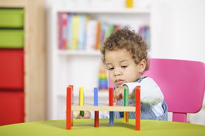进行中,儿童房,幼儿,特写,停车楼,学龄前,水平画幅,18到23个月,男性,知识