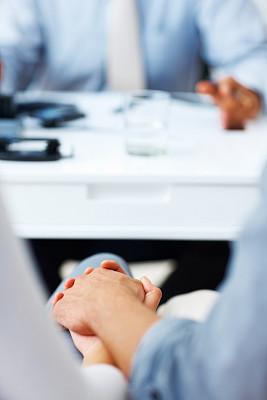 手牵手,金融,异性恋,好消息,垂直画幅,30到39岁,商务策略,会议,顾客,伴侣