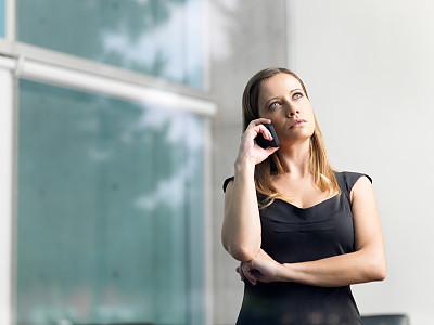 女商人,办公室,拉美人和西班牙裔人,水平画幅,透过窗户往外看,美人,30岁到34岁,白人,图像,经理