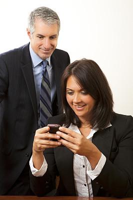 商务人士,手机,好消息,垂直画幅,办公室,会议,美人,45到49岁,套装,商务关系