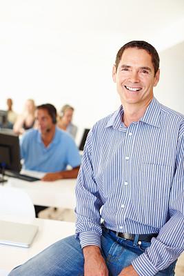 领导能力,男性,垂直画幅,办公室,耳麦,注视镜头,服务业职位,商务关系,白人,男商人