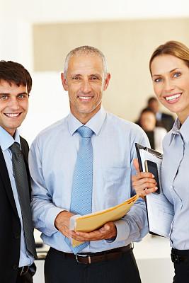 信心,商务人士,垂直画幅,美,注视镜头,美人,人群,白人,男商人,男性