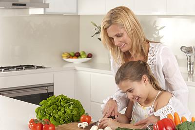 女孩,母亲,食品,滤器,留白,灯笼椒,椒类食物,家庭生活,西红柿,食用菌